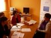 Kolejna uczestniczka projektu Aktywni, zintegrowani, silniejsi podczas rozmowy rekrutacyjnej z pracownikami MOPS-Żnin